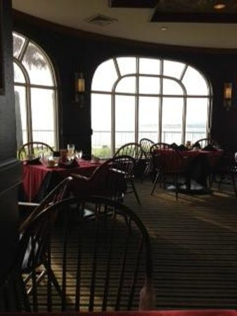 The King and Prince Beach and Golf Resort : Historic/Main Bldg. - Restaurant view of beach