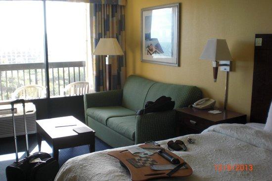Hampton Inn Cocoa Beach/Cape Canaveral: Nice size room.