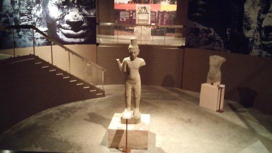 Angkor National Museum: Statue of Vishnu