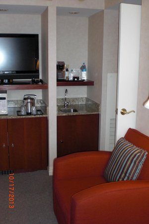 Sheraton Suites Old Town Alexandria: TV