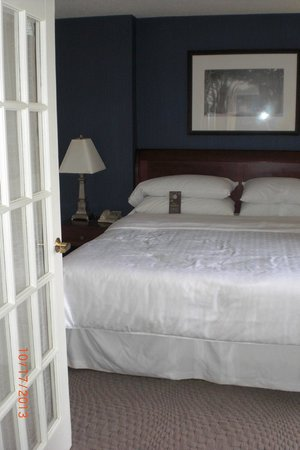 Sheraton Suites Old Town Alexandria: Separate Bedroom