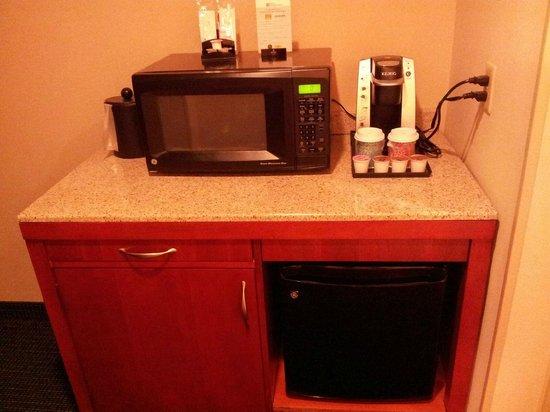 Hilton Garden Inn Tampa Airport Westshore: Room - microwave, refrigerator, coffee