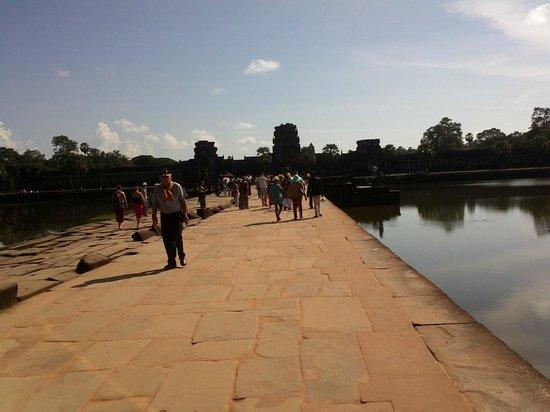Angkor Vat : Angkor the Magnificent