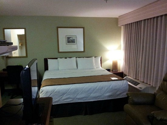 Extended Stay America - Tampa - Airport - N. West Shore Blvd.: Huge King bed