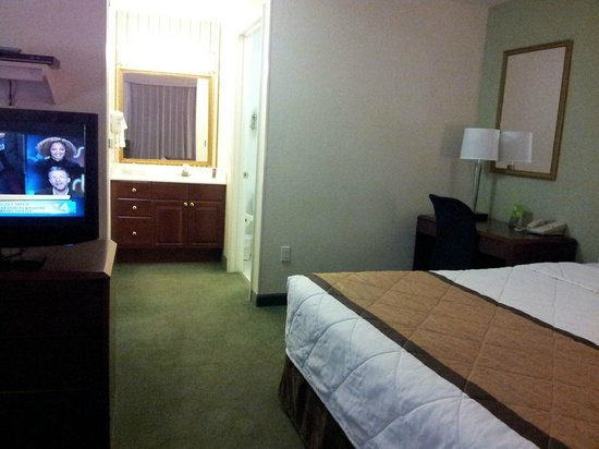 Extended Stay America - Tampa - Airport - N. West Shore Blvd.: Bedroom - bathroom