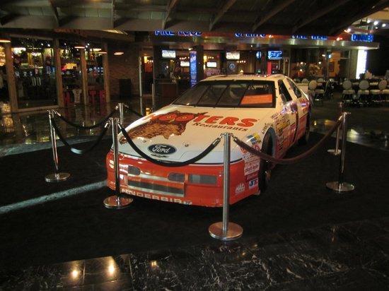Hooters Casino Hotel : hooters car