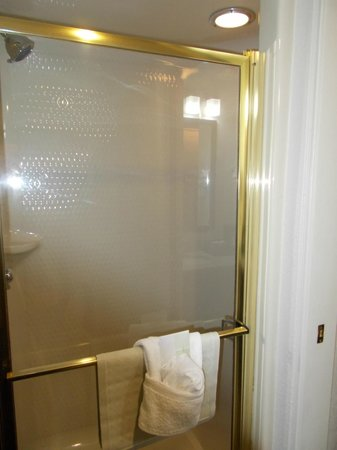 Sleep Inn & Suites Lakeside: Nice shower!