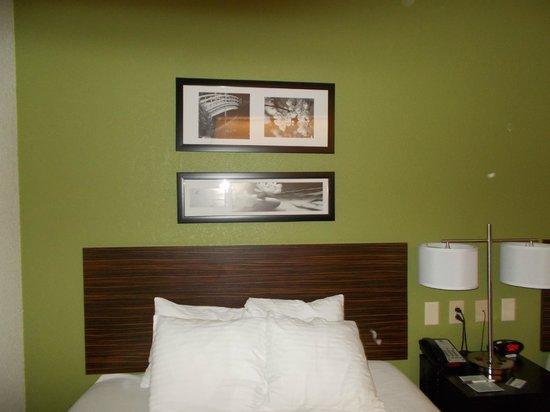 Sleep Inn & Suites Lakeside : Nice wall art