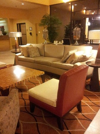 Hilton Tampa Airport Westshore: Lobby is clean and new
