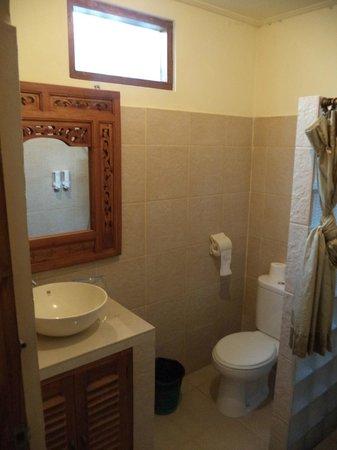 Cafe Locca Homestay: bathroom