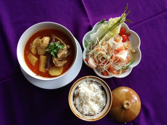 Gallery: papaya salad with seafood, chicken curry, rice