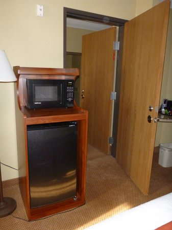 BEST WESTERN PLUS Henderson Hotel: Microwave and Refrigerator