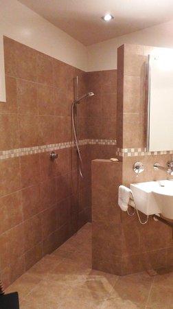 Mt Rosa Lodge : Gibbston Suite bathroom