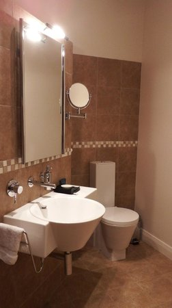 Mt Rosa Lodge: Gibbston Suite bathroom