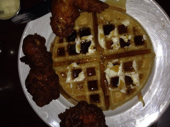 Cafe Genevieve : Chicken and Waffles