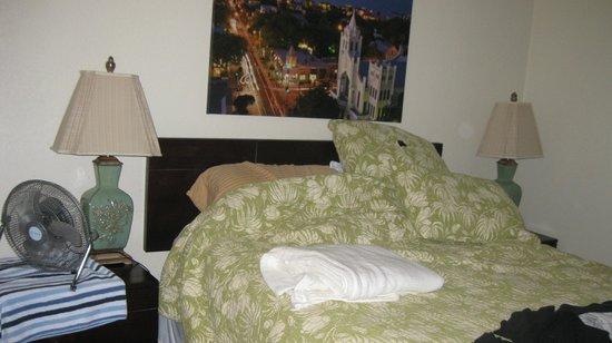Suite Dreams Inn: Garden Suite master bedroom