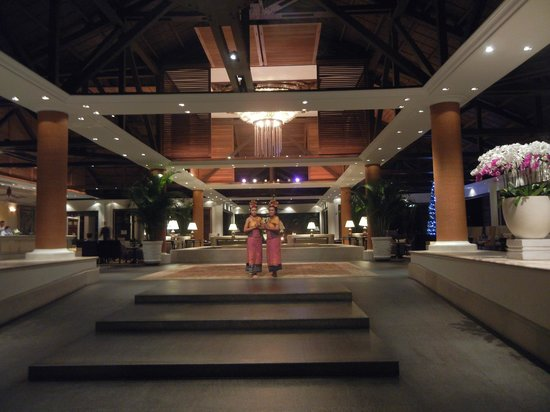 Foyer And Entrance Of The Windsor Hotel : Balinese girls at entrance to hotel foyer night