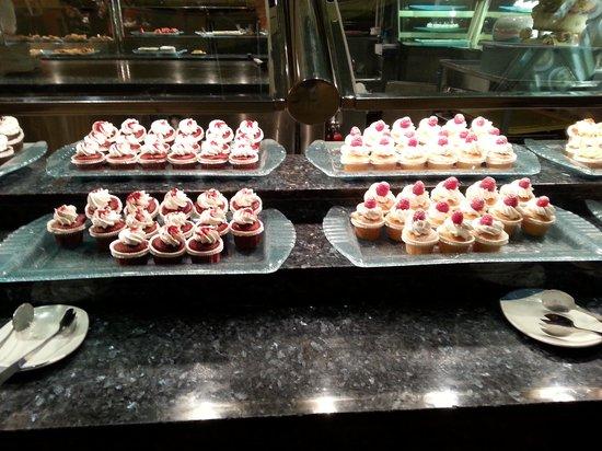 Carnival World & Seafood Buffet: Desserts galore!