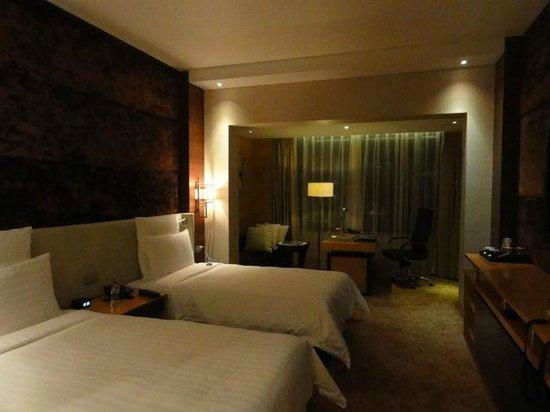 Hilton Shanghai Hongqiao: 広くて綺麗な部屋です