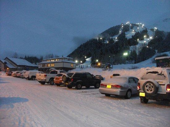 Hotel Alyeska: Daylodge - ski galore