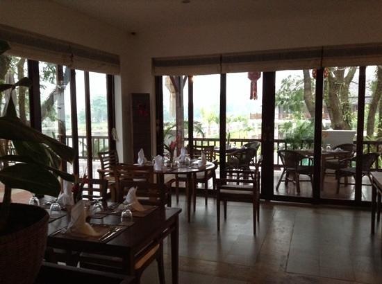 Riverside Boutique Resort: dining area