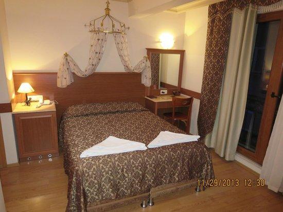 Grand Peninsula Hotel: Bedroom