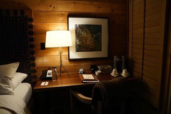 Ventana Inn & Spa: desk and coffee system