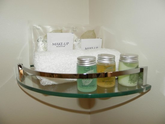 Wagner's Cottages: Toiletries in the bathroom