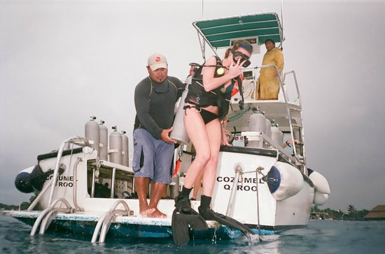 Sand Dollar Sports Diving: Small boat with an attentive staff