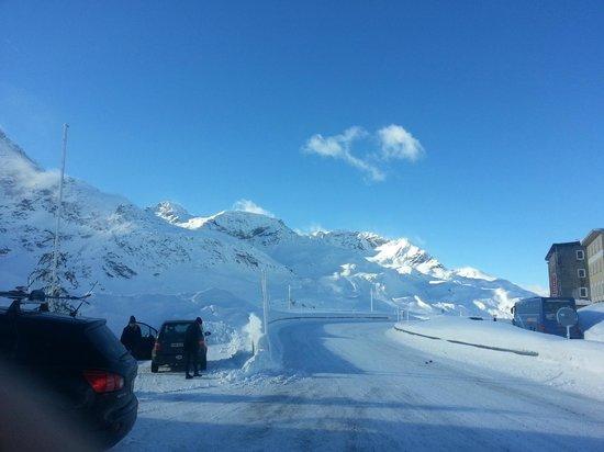 Albergo Ristorante Cambrena: View of the carpark and main road