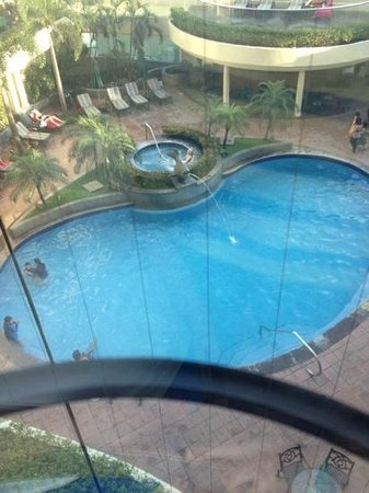 Pan Pacific Manila: Swimming pool