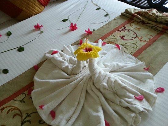 Citrus Retreats Alleppey : Welcome Bed