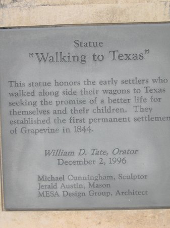 """Grapevine Historic Main Street District : """"walking to Texas"""""""