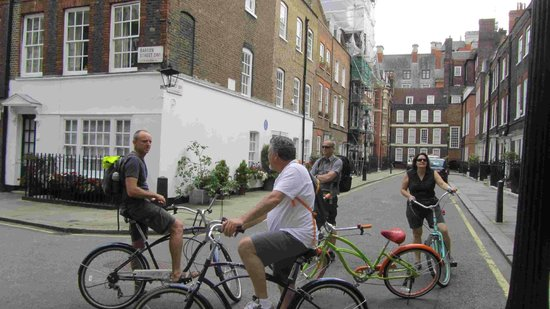 BrakeAway Bike Tours : one of the many stop, look and listen to facts and stories
