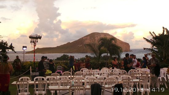 Chief's Luau: The setting before sunset