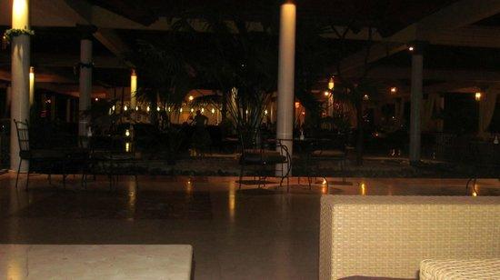 Paradisus Varadero Resort & Spa: reception and lobby at night