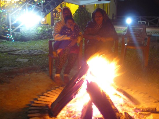 Wild Elephant Eco Friendly Resort: A welcoming warm bonfire on cold nights