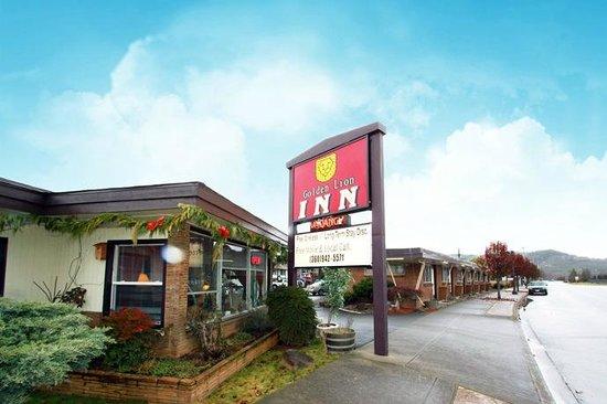 Golden Lion Motel: Outside