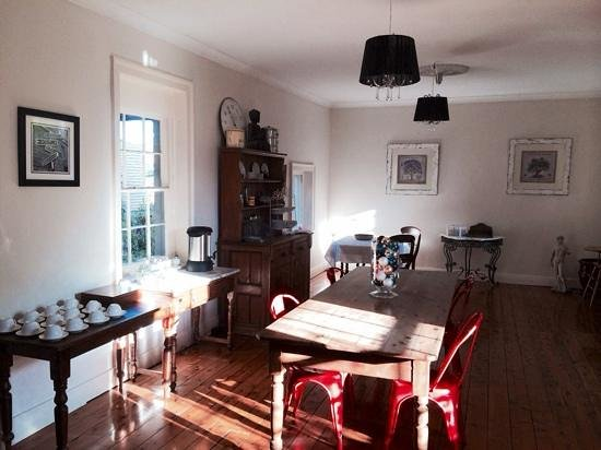 The Globe Inn: breakfast table
