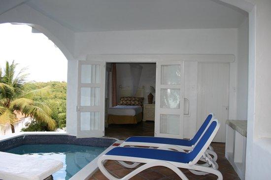 Windjammer Landing Villa Beach Resort: Villa 35 Plunge Pool Off Twin Bed Lower Level