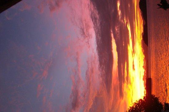 Komodo Resort & Diving Club: Sunset at Sebayur Island