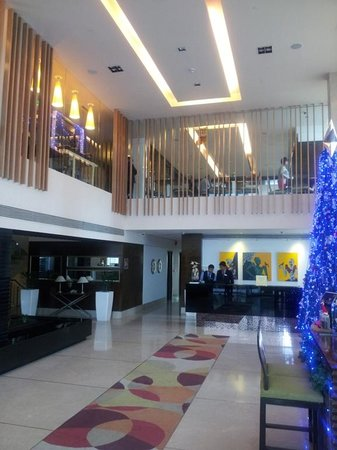 Four Points by Sheraton Ahmedabad: 4 points Sheraton, Ahm- lobby