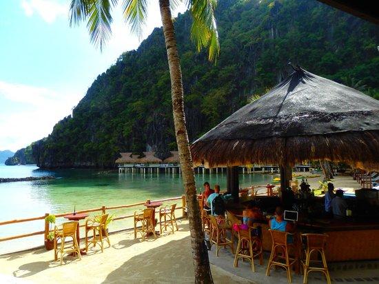 El Nido Resorts Miniloc Island: The Beach Bar from the Restaurant