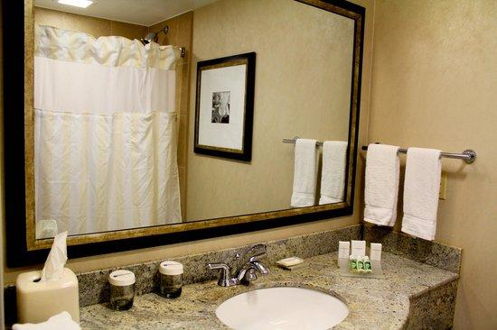 Hilton Garden Inn New York/West 35th Street: One of the nicest hotel bathrooms