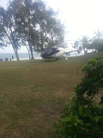 Forty Thieves Beach Bar & Bistro: Santa Claus flying in on Christmas with a bad ass jet helicopter - It does not get much cooler