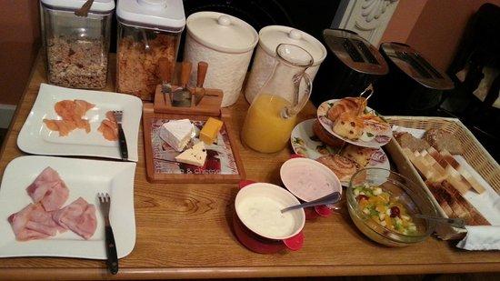 Bentley Lodge: Wonderful healthy breakfast; nothing fried or oily