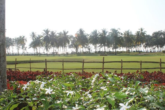 The LaLiT Golf & Spa Resort Goa : Beach view from golf course