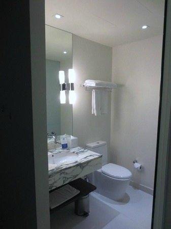 Holiday Inn Express Bangkok Siam: 浴室