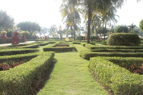 The LaLiT Golf & Spa Resort Goa: garden