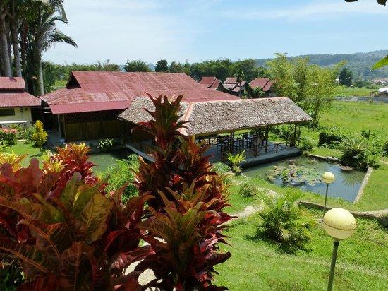 Ue Datu Cottages: Blick auf die Terrasse